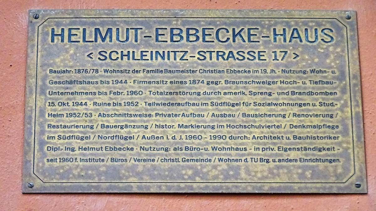 Erinnerungs-Tafel am Helmut-Ebbecke-Haus